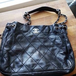 Chanel leather expandable shoulder bag